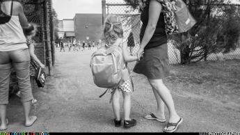 """""""C'est grand la cour d'école maman..."""""""
